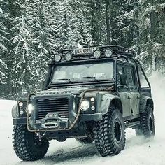 """1,782 tykkäystä, 100 kommenttia - LAND ROVER (@land_rover_defender) Instagramissa: """"Whose excited for the new James Bond?  #landroverdefender #landrover #defender #land_rover_defender…"""""""