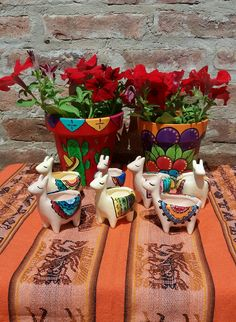 Sculpture Clay, Sculptures, Diy And Crafts, Arts And Crafts, Cactus Y Suculentas, Painted Pots, Polymer Clay Art, Handmade Flowers, Boho Decor