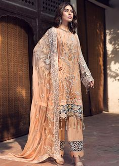 Pakistani salwar kameez suit This beautiful Pakistani Indian Ethnic Bollywood style Designer inspired outfit can be a perfect choice for your occ Designer Salwar Kameez, Pakistani Salwar Kameez, Pakistani Suits, Pakistani Dresses, Pakistani Clothing, Punjabi Suits, Anarkali, Lehenga, Party Wear