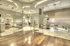 Gallery Clinica Q Dental – Luxury Office Designs Clinic Interior Design, Design Salon, Clinic Design, Modern Interior Design, Dental Cabinet, Cabinet Medical, Dental Office Decor, Medical Office Design, Office Fun