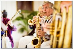 A fun-filled @Four Seasons Hotel Hampshire reception featured a live band for a touch of old-fashioned charm.