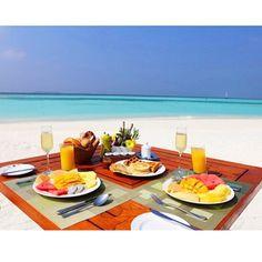 Good morning!! How about breakfast like this?  In @anantara_kihavah_villas Maldives  Bom dia com esse sonho de café da manhã! ❤️  @miss.everywhere