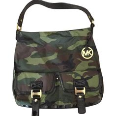 Pre-owned Michael Kors Hobo Bag (1.477.770 IDR) ❤ liked on Polyvore featuring bags, handbags, shoulder bags, camouflage, purse shoulder bag, camo purse, hobo shoulder handbags, shoulder strap handbags and man bag
