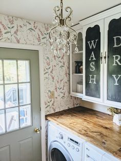 This hutch makeover was the perfect inspiration for this $100 budget laundry room makeover! The best part, this lonely china cabinet top was free on #Facebookmarketplace! #budgetdecor #laundryroommakeover #furnituremakeover #furnitureflip #accentwall #wallpaper #pinkandgreen #affordabledecor #homediy #farmhousechic #countrychic #vintagefarmhouse #floralwall #chalkboardpaint Pink Laundry Rooms, Laundry Room Design, Vintage Laundry Rooms, Farmhouse Laundry Room, Farmhouse Chic, Fixer Upper, Laundry Room Wallpaper, Laundry Room Remodel, Laundry Room Organization