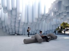 Projeto do Snarkitecture, dos designers americanos Daniel Arsham e Alex Mustonen, que foi montado na entrada da Arts Fair de Miami em 2012 (Foto: Divulgação)