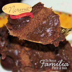 Petit Bolo Brigadeiro (Aro18): Bolo fofinho de chocolate, recheado e coberto com puro brigadeiro com confeitos de chocolate ao leite. #love #DiNorma #cake #curta #siga e #compartilhe