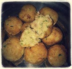 Polpette con zucchine e patate Ingredienti: 2 zucchine piccole 300 gr di patate 1 uovo Pane raffermo Pane grattuiato circa 50 gr 50 gr di parmigiano grattu