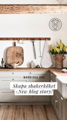 Nordiska Kök - Bara en och en halv timme från sin lägenhet i Köpenhamn, har Ellen Dixdotter och hennes man Jacob, skapat sin husdröm. En egenrenoverad, vitputsad skånelänga, i hjärtat av Österlen. En plats för avkoppling och lugn, men även för att samla vänner och familj. Köket designat av Nordiska Kök tillsammans med Ellen och Jacob. #shakerkök #kök #lantkök #kitcheninspo #kitchendesign #köksinspiration #kitchendeco #köksö #bänkskiva #kalksten #shakerkitchen #österlen #skåne Cabinets And Countertops, Kitchen Cabinets, Kitchen And Bath, New Kitchen, Kraftmaid Cabinets, Building A Small House, Cottage Renovation, Updated Kitchen, Rustic Kitchen