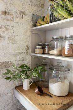Farmhouse Style Kitchen, Rustic Kitchen, Cottage Farmhouse, Low Budget Decorating, Decorating Ideas, Tree House Interior, Home Decor Inspiration, Kitchen Inspiration, Open Pantry