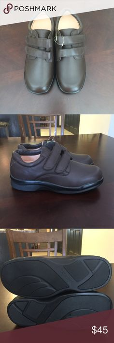 f8c46caee63 Men s apex ambulatory shoes size 10 1 2 These are a pair of men s brown