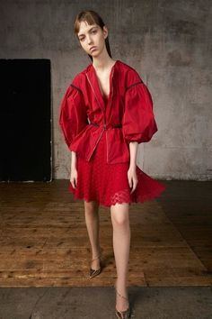 View the complete Resort 2018 collection from Giambattista Valli.