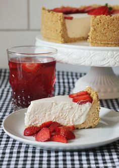 Simple strawberry & rhubarb cheesecake - High Tea with Dragons Sweet Desserts, No Bake Desserts, Sweet Recipes, Cake Recipes, Dessert Recipes, Yummy Recipes, Healthy Sweet Treats, Yummy Treats, Yummy Food