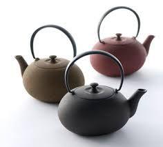TETERAS: Recipiente donde se hierve el té (u otras infusiones) mediante aplicación directa de una fuente de calor. También es el recipiente que se utiliza para servirlo posteriormente en tazas o vasos.