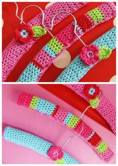 http://petitefee-kinderaccessoires.blogspot.nl/2011/09/vrolijke-kleerhangers.html