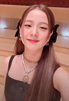 Blackpink Jisoo, Kpop Girl Groups, Kpop Girls, Korean Girl, Asian Girl, Square Two, Lisa Blackpink Wallpaper, Beautiful Wallpaper, Black Pink Kpop