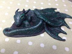 Baby Dragon's Sculpture Necklace, Collana con cucciolo di Drago scolpito a mano di AllecramArt su Etsy