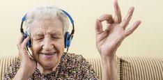 Of het nu om de bijdehante praatjes, absurde logica of technologische onkunde gaat: opa's en oma's kunnen ons flink aan het lachen maken.