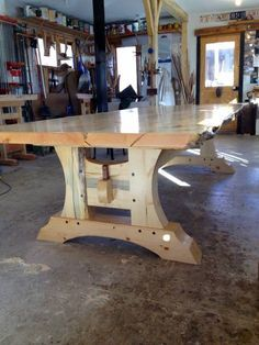 Bilderesultat for timber frame table Timber Furniture, Woodworking Furniture, Rustic Furniture, Woodworking Projects, Teds Woodworking, Rustic Table, Wooden Tables, Diy Table, Timber Table