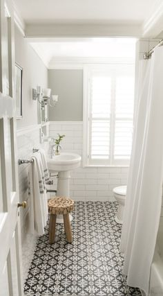 Fabulous bathroom. The floor is outstanding. ♡ designer: Debbie Basnett, Vintage Scout Interiors