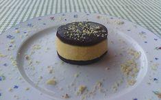 Biscotto morbido al cioccolato con crema di pesche