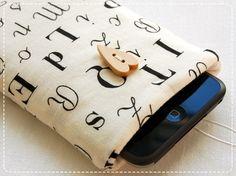 Typo-Handytasche <3 <3 leider ohne Löcher für Lautsprecher :(