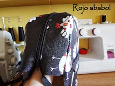 costura, manualidades y muchas ideas Fashion Backpack, Backpacks, Ideas, Blog, Sew Tote Bags, Fabric Purses, Hanging Storage, Dressmaking, Zippers