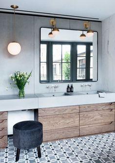 Love this combination tadelakt, wood & rythm of tiles