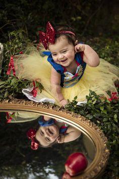 Snow White Costume, White Costumes, Baby Pictures, Baby Photos, Baby Snow White, Snow White Dresses, Snow White Birthday, Princess Photo, Foto Baby