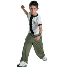 Kids Halloween Costumes - Ben 10 Costume includes the black and white shirt with 'Ben logo printing, green cargo pants and the omnitrix device wristband. Kids Costumes Girls, Boy Costumes, Halloween Cosplay, Halloween Costumes For Kids, Halloween 2017, Vampire Costume Kids, Costume Garçon, Costume Ideas, Costume Patterns