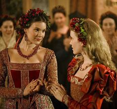 Joss Stone and Tamzin Merchant in The Tudors. Anne Cleaves and Katherine Howard. Anne Of Cleves, Anne Boleyn, Tudor Series, Tv Series, Tamzin Merchant, Los Tudor, The Tudors Tv Show, Katherine Howard, Tudor Fashion