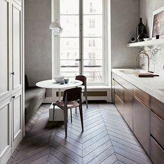 Paris apartment designed by Joseph Dirand. Kitchen Interior, Kitchen Design, Joseph Dirand, Modern French Country, Paris Apartments, New Wallpaper, Diy Dollhouse, Apartment Design, Elle Decor