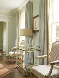 Портьерный шелк James Hare Англия Эксклюзивные и премиальные английские ткани, знаменитые шотландские кружевные тюли, пошив портьер, а также готовые шторы и декоративные подушки.