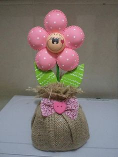 Fabric flower with smilie face in burlap base Felt Flowers, Diy Flowers, Fabric Flowers, Foam Crafts, Diy And Crafts, Arts And Crafts, Craft Foam, Polymer Clay Dolls, Polymer Clay Flowers