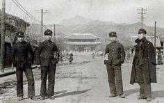 Korean students in front of Gwanghwa Gate.