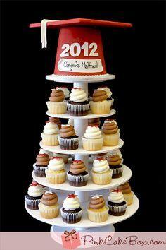 Torre graduación cupcakes y torta