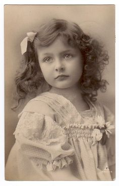 RPPC real photo postcard beautiful edwardian girl white lace dress sad looking in Collectibles Photos Vintage, Vintage Children Photos, Victorian Photos, Antique Photos, Vintage Girls, Vintage Photographs, Vintage Prints, Vintage Portrait, Vintage Labels