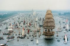 10 Fotos del fenomenal desfile de barcos en Amsterdam que harán que quieras irte a navegar