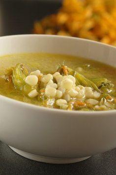 Sopa de flor de calabaza con elote