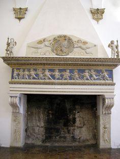 Sala_degli_angeli,_camino_di_domenico_rosselli.