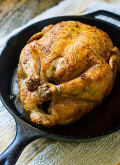 Delicious crispy skin roast chicken recipe in the oven. This wonderful and easy baked chicken recipe or whole chicken roasted in the oven has crispy skin. Cast Iron Skillet Cooking, Iron Skillet Recipes, Cast Iron Recipes, Skillet Dinners, Cast Iron Chicken Recipes, Skillet Bread, Skillet Food, Whole Baked Chicken, Easy Baked Chicken