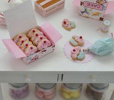 Sweet Petite Miniature Play Scale Cupcake por SweetPetiteShoppe