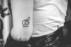 tatuagem de camera Mini Tattoos, Love Tattoos, New Tattoos, Small Tattoos, Tatoos, Photographer Tattoo, Tattoo Photography, Kamera Tattoos, Delicate Tattoo