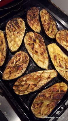 Vinete la cuptor impanate cu usturoi si branza | Savori Urbane Griddle Pan, Mozzarella, Cookie Recipes, Zucchini, Food And Drink, Vegan, Cooking, Foods, Vegetable Recipes