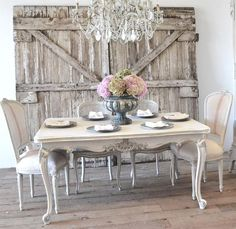 Crea un comedor shabby chic con estas ideas Shabby Chic Dining Room, Farmhouse Dining Room Table, Dining Room Table Decor, Shabby Chic Kitchen, Dining Room Design, Shabby Chic Decor, Dining Set, Dining Chairs, Redo Chairs