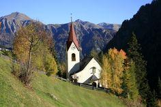 #Spiss, am Sonnenhang des Samnauntales auf 1.627 m Seehöhe zu finden, ist Österreichs höchstgelegene Gemeinde und das kleinste Dorf im #tiroleroberland. Mountains, Nature, Travel, Communities Unit, Naturaleza, Viajes, Trips, Off Grid, Natural