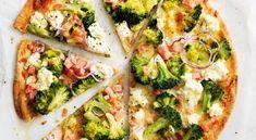 Νηστίσιμη Πίτσα πιο Νόστιμη και απ'την Σπέσιαλ!!! | womanoclock.gr Bacon Pizza, Tray Bakes, Ricotta, Mozzarella, Vegetable Pizza, Broccoli, Crisp, Dinner Recipes, Breakfast