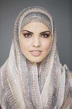 """""""Investigative journalism is mijn ding. Ik wil het liefst de hele dag lezen. Je maakt heel wat reizen tijdens het lezen.""""  #hoofddoek #hijab  http://www.hoofdboek.com/"""