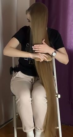 VIDEO - A lot of hair = A lot of possibilities - RealRapunzels Hair A, Her Hair, Worlds Longest Hair, Long Hair Play, Long Hair Video, Playing With Hair, Super Long Hair, Different Hairstyles, Beautiful Long Hair