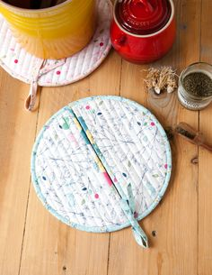 Celebrate National Hot Tea Month with these sewing projects and tutorials perfect for brewing a cup of tea or hosting a tea party. Crochet Food, Crochet Bear, Crochet Birds, Crochet Animals, Small Quilted Gifts, Small Gifts, Sewing Crafts, Sewing Projects, Sewing Tutorials