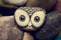 Hand Painted Rock Owl by thecarolinejohansson on Etsy Pebble Painting, Pebble Art, Stone Painting, Diy Painting, Rock Painting, Painted Rocks Owls, Owl Rocks, Zentangle, Stone Roses